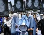 AFGHANISTAN - Donne protestano contro legge